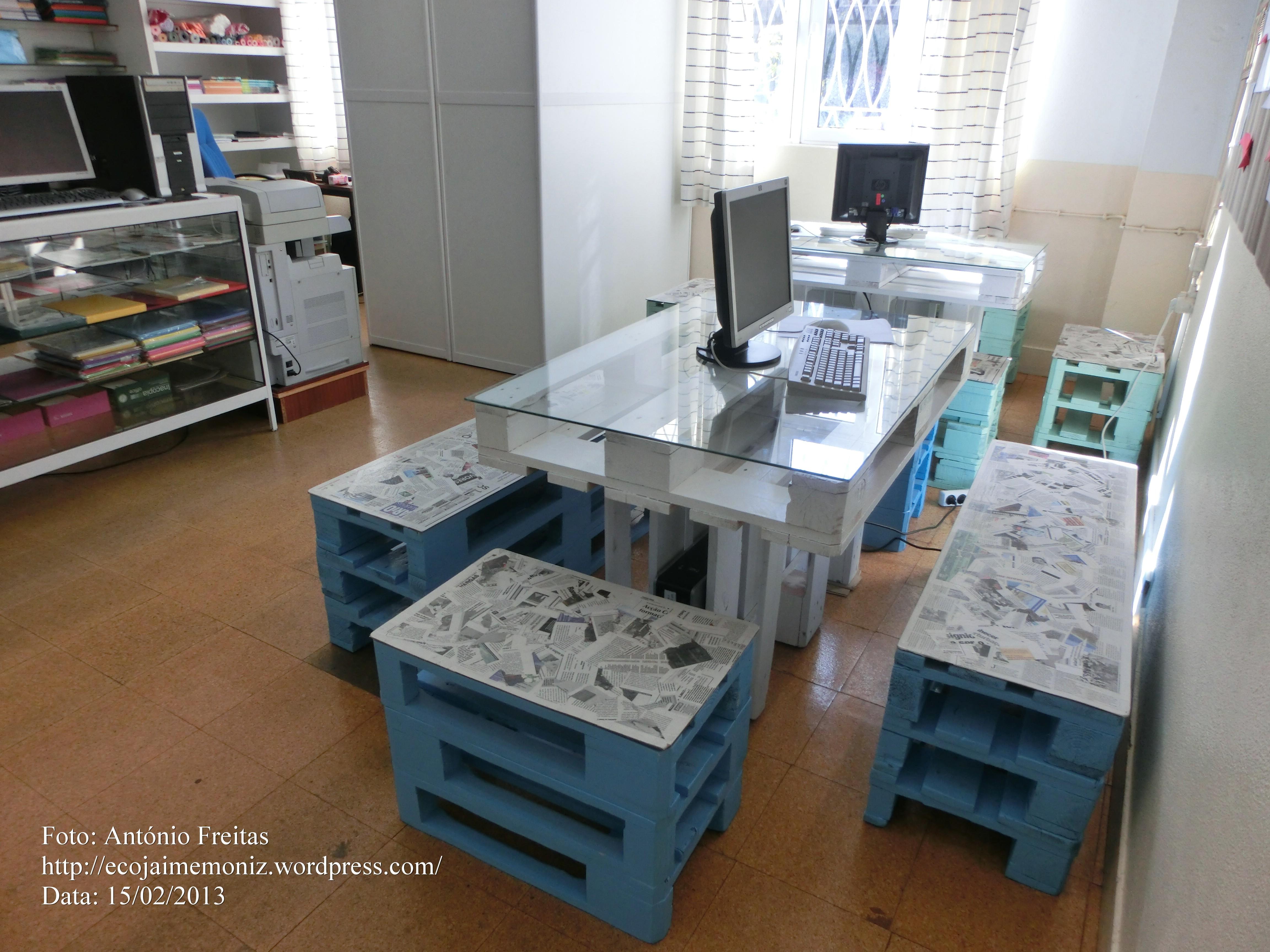 Reutilização de paletes pela Papelaria do Liceu Jaime Moniz Eco  #65472C 4608x3456